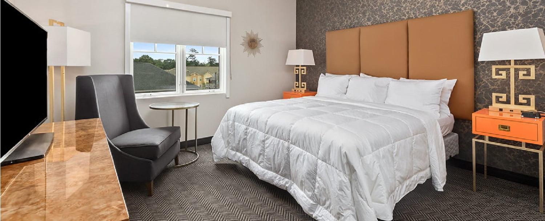 Luxe Private Patio King The Collegiate Hotel